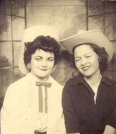 Cow girls/ Rodeo style 1950s photobooth    I love the lady's eyebrows on the left with the white top.