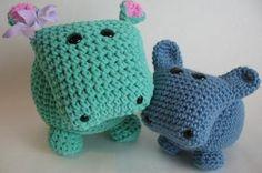 Visto aquí: http://etsyaddictsanon.tumblr.com/post/14272835661/amigurumi-hippo-pattern-only
