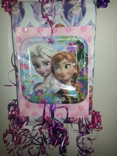 frozen pinata home made with a box wrapping paper and plates Kylie Birthday, Frozen Birthday Party, Frozen Party, 5th Birthday, Birthday Ideas, Birthday Parties, Frozen Pinata, Aurora, How To Make Pinata