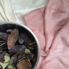 Beautiful dyes can be created from your compost scraps. Learn how to dye with avocado pits! Photo by @louisanickel