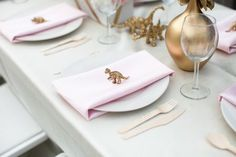 what an adorably whimsical touch to the place settings!  i love dinosaurs!