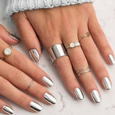 Finally, You Can Get A Chrome Manicure At Home With Just A Nail Polish