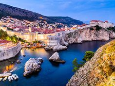Really i love Dubrovnik, so spectacular. Dubrovnik offers stunning medieval architecture and sculptures, ancient walls and gates, gorgeous beaches and fascinating views⛱. Dubrovnik is a gourmet paradise 🥘. 🛩It's time to plan your next trip wih TOP Marrakesh, Costa, Belfast, Flamboyant, Belle Villa, Parc National, Croatia Travel, Travel Tours, Travel Guide