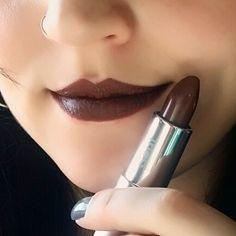 Marrom Destaque da @eudoraoficial   Batom super sequinho, não transfere e tem boa durabilidade.  Muito amor ❤  #fandmakeup #casadomaquiador #batommatte #boanoite #makeuplover #eyeshadow #lipsticks #lipstickph #batom #mac #instamakeup #eudora #feminicesdodia #boca #mua #instamake #maquiadora #makeuplovers #ilovemakeup #universodamaquiagem_oficial #job #maquiagem #instabeauty #marromdestaque #linda #look #instalike #instagood #instablog