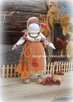 Folk Seamless Ryabinka Doll DIY – a free tutorial on the topic: Folk Dolls ✓DIY ✓Steps-By-Step ✓With photos Yarn Dolls, Fabric Dolls, Fabric Art, Russian Folk Art, Matryoshka Doll, Arte Popular, Waldorf Dolls, Soft Dolls, Diy Doll