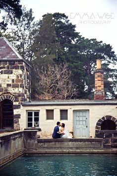 The grounds of @eventmontsalvat make for some romantic wedding photos!