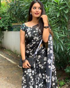 Beautiful Blonde Girl, Beautiful Girl Indian, Beautiful Saree, Beautiful Legs, Beautiful Indian Actress, Beauty Full Girl, Beauty Women, Latest Traditional Dresses, Brunette Beauty