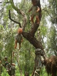 """""""Island of the dolls"""" in the canals of Xochimico near Mexico City"""