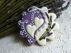 Gingerbread - with lavender flowers Fancy Cookies, Valentine Cookies, Iced Cookies, Cute Cookies, Royal Icing Cookies, Holiday Cookies, Cupcake Cookies, Sugar Cookies, Flower Cookies