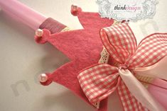 Η Ελένη φτιάχνει πασχαλινές λαμπάδες! | bombonieres.com.gr Sewing Crafts, Candles, Christmas Ornaments, Easter Ideas, Holiday Decor, Macrame, Gifts, Spring, Fiestas