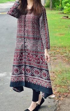 Stylish Dresses For Girls, Stylish Dress Designs, Designs For Dresses, Designer Party Wear Dresses, Kurti Designs Party Wear, Indian Designer Outfits, Pakistani Dresses Casual, Pakistani Dress Design, Casual Dresses