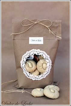 Pretty package for food gifts.