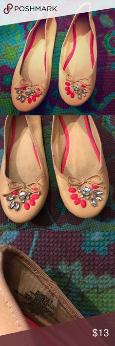OLD NAVY Neon Pink Rhinestone Nude Ballet Flats 8 Cute flats worn only a couple times & in nice overall condition with minimal wear. Marked size 8, best fitting about an 8-8.5 in my experience. Old Navy Shoes Flats & Loafers