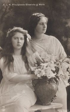Pss Marie (Mignon) and older sister Pss Elisabeth of Romania. Princess Alexandra, Princess Elizabeth, Princess Victoria, Princess Beatrice, Queen Victoria, Romanian Royal Family, Young Prince, Royal Diary, Rare Pictures