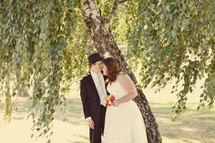 steve+emily by Heather Espana. #oregon #wedding #vintage #fedora #orange #stripes