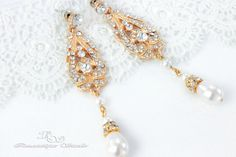 These vintage style bridal earrings feature sparkling crystal rhinestones and softly glowing Swarovski pearls. They are an elegant addition to