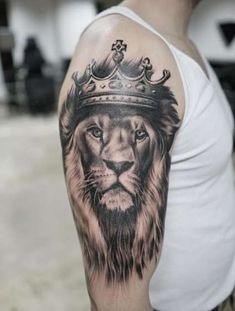 20 Fierce Lion Tattoos for Men in 2020 - The Trend Spotter Lion Tattoo With Crown, Crown Tattoos For Women, King Crown Tattoo, Crown Tattoo Design, Arm Tattoos For Guys, Tattoo Girls, Tattoo Women, Lion Tattoo King, Female Lion Tattoo