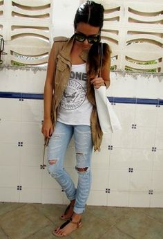 White T Ripped jeans <3