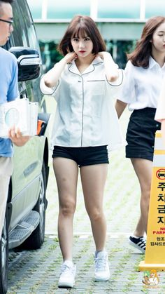 GFriend - Eunha Pretty Asian, Beautiful Asian Girls, Kpop Girl Groups, Kpop Girls, Kpop Fashion, Korean Fashion, Moda Kpop, Good Looking Women, Girl Inspiration