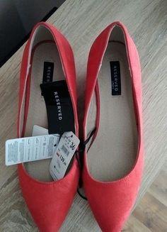 Kup mój przedmiot na #vintedpl http://www.vinted.pl/damskie-obuwie/na-wysokim-obcasie/12888150-czerwone-zamszowe-koturny-reserved-36