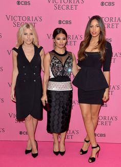 Pin for Later: Les Looks Du Tapis Rouge Pourraient Rivaliser Avec Le Défilé Victoria's Secret Mollie King, Vanessa White et Rochelle Humes