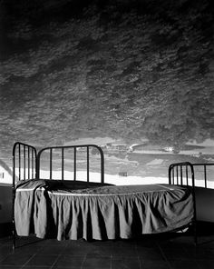 Abelardo Morell - Camera Obscura Image of Umbrian Landscape Over Bed, 2000 Photography Camera, Still Life Photography, Art Photography, Conceptual Photography, Monochrome Photography, Vintage Photography, Camera Obscura, Pinhole Camera, Experimental Photography
