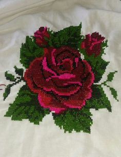 This Pin was discovered by Mih Funny Cross Stitch Patterns, Embroidery Patterns Free, Cross Patterns, Crewel Embroidery, Cross Stitch Charts, Cross Stitch Embroidery, Embroidery Designs, Cross Stitch Rose, Beaded Cross Stitch