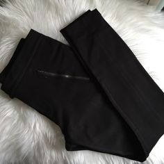 J.Crew stretchy pants Worn once in very new condition. Snap front with zip closure. 2 front zip pockets, center leg seam details front and back. J. Crew Pants Skinny