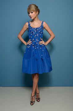 Taylor Swift wearing Christian Louboutin Lagoula Pumps, Cathy Waterman Diamond Open Flower Earrings, Oscar De La Renta Resort 2014 Blue Dress,