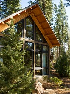 Built in the style of New Mountain architecture, this home offers a modern twist on the traditional, rustic mountain house. Modern Mountain Home, Mountain Homes, Prefab Homes, Log Homes, Hgtv Dream Homes, Lake House Plans, Rustic Home Design, Home Landscaping, Landscaping Design