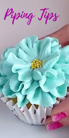 Cupcake Decorating Tips, Cake Decorating Frosting, Cake Decorating Techniques, Cookie Decorating, Icing Flowers, Cream Flowers, Sugar Paste Flowers, Cake Piping, Icing Tips