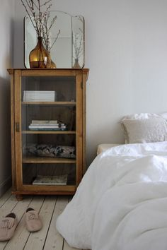 These clever living ideas change the apartment in a simple way. These clever living ideas change the apartment in a simple way. These clever living ideas change the apartment in a simple way. These clever living ideas change the apartment in a simple way. Bedroom Vintage, Vintage Home Decor, Vintage Style, Vintage Industrial Bedroom, Vintage Ideas, Vintage Modern, Sweet Home, Home Interior, Interior Design