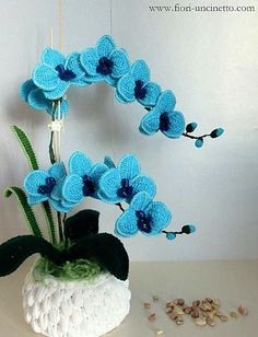 Crochet Flowers Easy Crochet Orchid Flower Pattern Video Tutorial Easy Instructions - You will love this Crochet Orchid Flower Pattern Ideas and we have an easy video tutorial to show you how. Check out all the great ideas now. Crochet Puff Flower, Crochet Flower Tutorial, Crochet Flower Patterns, Crochet Flowers, Flower Pattern Design, Crochet Stars, Flower Applique, Easy Crochet, Confection Au Crochet