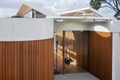 A Modern House in Takapuna, Auckland, That Opens Out to the Sea