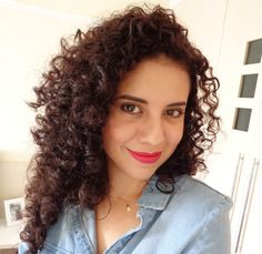 MARROM NATURAL E LUMINOSO COM MAJIMARRON 6.8 Curls Hair, Curled Hairstyles, Curl Hair Styles, Natural Brown, Hair Products, Beauty Tips, Curly Hair, Crimped Hair, Perm Hairstyles