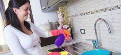 Πρακτικές συμβουλές για να καθαρίσετε τέλεια ακόμα και τα πιο δύσκολα σημεία της κουζίνας! House Cleaning Tips, Cleaning Hacks, Clean Freak, Cleaners Homemade, Home Hacks, Survival Kit, Better Homes, Organization Hacks, Getting Organized