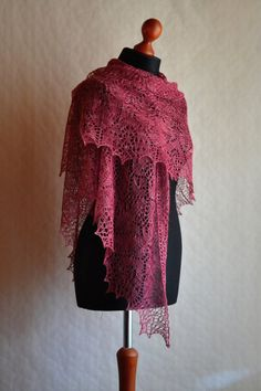 Lace shawl pattern - Instant download PDF knitting pattern - Echoes Of The Past