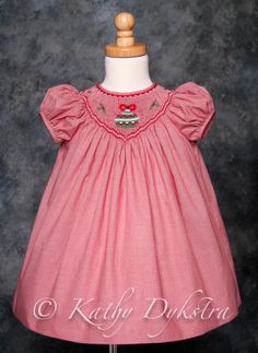dip-front bishop and rick-rack smocking design Smocking Patterns, Baby Dress Patterns, Smocking Plates, Sewing Patterns, Girls Christmas Dresses, Girls Dresses, Christmas Clothes, Christmas Outfits, Christmas Sewing
