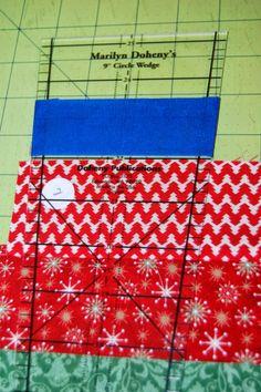Diy Christmas Tree Skirt, Christmas Tree Skirts Patterns, Xmas Tree Skirts, Christmas Blocks, Christmas Crochet Patterns, Christmas Sewing, Christmas Fabric, Christmas Projects, Crochet Ornaments