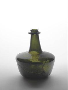 Gold Glass, Black Glass, Glass Vase, Gin Bottles, Bottles And Jars, Antique Glass Bottles, Brown Bottles, Ceramic Clay, Bottle Art