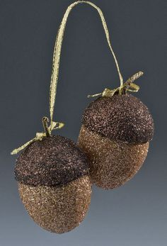 Thanksgiving crafts - make these glittered acorns