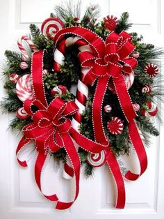 Christmas Candy Wreath like the red ribbon with white edge Noel Christmas, Christmas Candy, Christmas Projects, All Things Christmas, Winter Christmas, Christmas Ornaments, Christmas Reef, Christmas Ideas, Holiday Candy