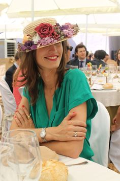 Canotier and Flowers Summer Wedding Guests, Wedding Guest Style, Wedding Styles, Party Looks, Derby Outfits, Wedding Hats, Wedding Venues, Inspiration Mode, Derby Hats
