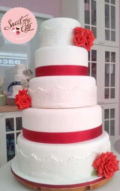 Lovely Red and White Wedding Cake www.sweetandthecity.com