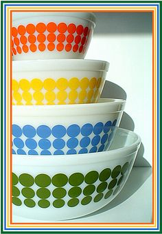 Pyrex dot mixing bowls - I want these.
