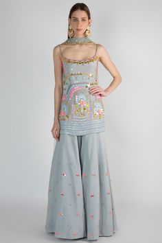 Party Wear Indian Dresses, Indian Gowns Dresses, Indian Bridal Outfits, Indian Fashion Dresses, Dress Indian Style, Pakistani Outfits, Fashion Outfits, Indian Fashion Trends, Fashion Weeks