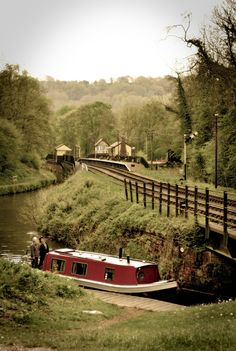 Near Consall Forge on the Caldon Canal. In the distance can be seen the famous waiting room for the left hand track, cantilevered out over the Caldon Canal which immediately behind the platform railings! Barge Boat, Canal Barge, Canal Boat, Floating House, Narrowboat, England And Scotland, Boat Plans, Countryside, Britain