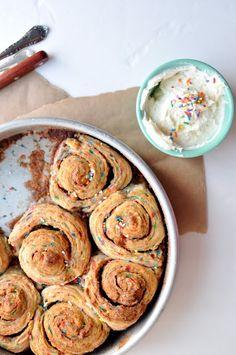 Birthday Cake Cinnamon Rolls > Seriously cute idea!
