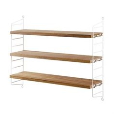 The String shelf Pocket is a slightly smaller storage option for books, decoration and other knick-knacks that you want to display. This particular String shelf is a beautiful combination of white side panels and oak shelves. The first String shelf was designed by Nisse Stringing as early as 1949. The Pocket version was launched in 2005, the year that Nisse Strinning died at age 89.