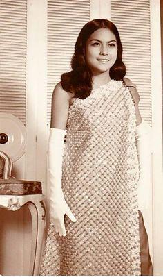 Nora Aunor Nora Aunor, Jose Rizal, Filipino Fashion, Philippines Culture, Filipiniana, Pinoy, 1940s, Superstar, Cinema